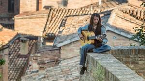 El guitarrista ucraniano Estas Donne.