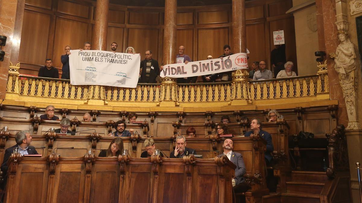 El palco de la sala de plenos del Ayuntamiento de Barcelona, este martes.