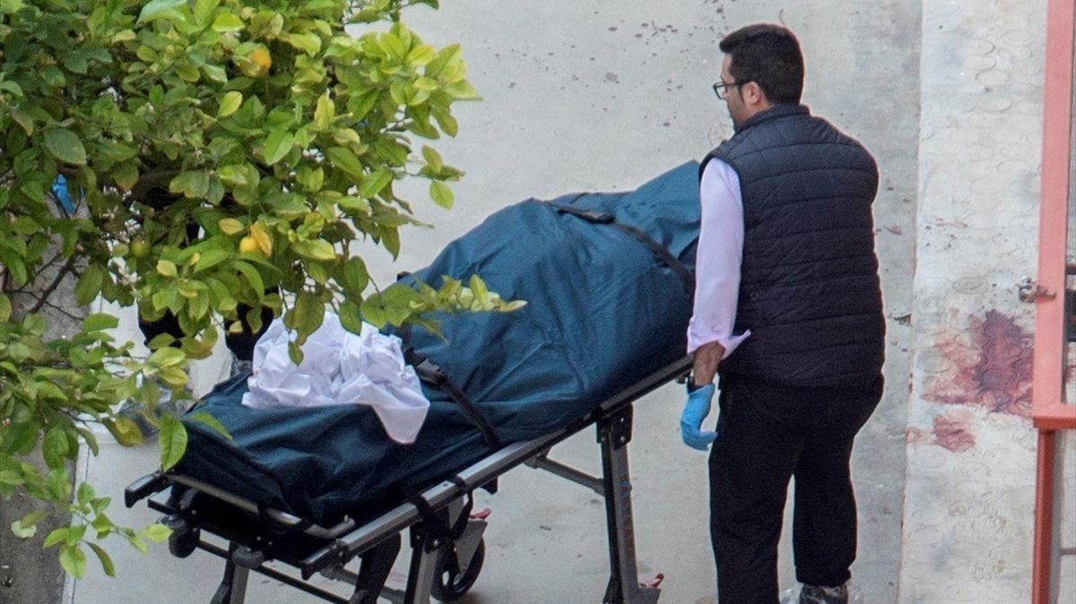 El personal médico enviado al lugar solo ha podido certificar la muerte de la mujer