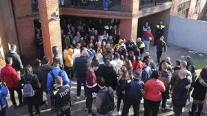 Concentración de repulsa en el Baró tras el asesinato de Edu Colmena.