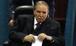 Bouteflika dimiteix com a president d'Algèria després de setmanes de protestes
