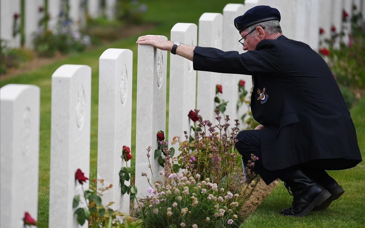 """«Vinc des de fa 15 anys a buscar la tomba del meu avi"""""""