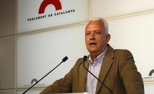 El diputado del PPC, Santi Rodríguez, en una rueda de prensa en el Parlament.