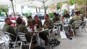 Robles defensa la Legió després del cas dels soldats que bevien alcohol amb les armes al costat