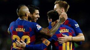 Los jugadores del Barça celebran el cuarto gol ante el Valladolid.