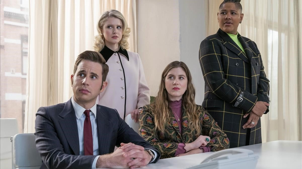 Parte del reparto coral de 'The politician': de izquierda a derecha, Ben Platt, Julia Schlaepfer, Laura Dreyfuss y Rahne Jones.
