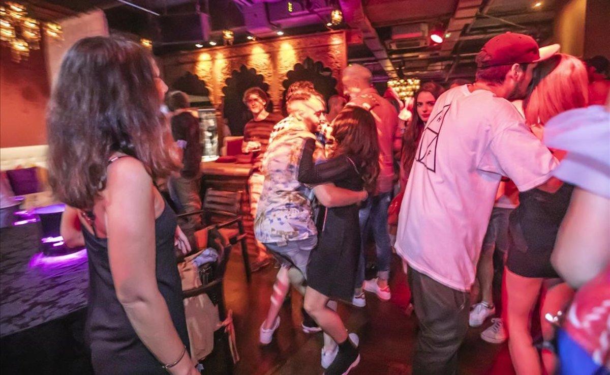 Les discoteques catalanes continuaran sense poder obrir però els bars ja no han de tancar a mitjanit