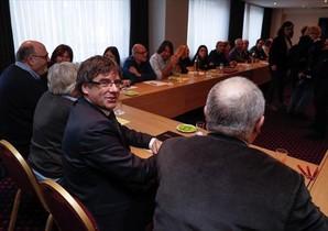 Puigdemont preside la reunión del grupo <br/>parlamentario de JxCat, ayer en Bruselas.