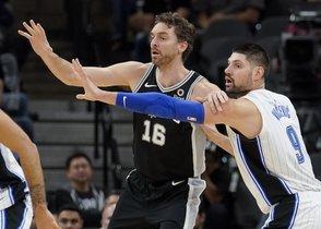 Los Spurs con Pau Gasol caen de locales ante los Magic de Orlando