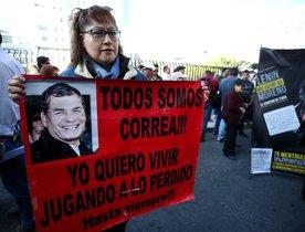 QUITOECUADOR- Simpatizantes del expresidente Rafael Correa y el exvicepresidente Jorge Glas protestan a las afueras de la Corte Nacionalpor el caso de secuestro a un opositor en 2012 .EFE Jose Jacome