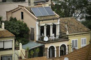 Una vivienda unifamiliar de Sant Cugat equipada con paneles solares.
