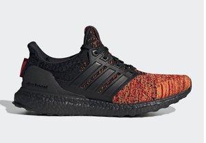 Zapatillas de Adidas inspiradas en la Casa Targaryen de Juego de Tronos.
