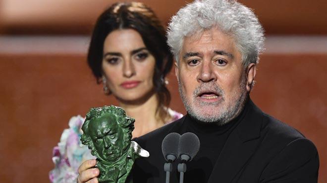 El director manchego conquista los grandes triunfos en la gala de los Goya