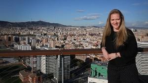 Valérie Willemsens, una de las cupidos con puntería olímpica de la agenciaIvy International, en la terraza delRenaissance Barcelona Fira Hotel. Acaba de reunirse con un ingeniero rico que busca pareja.
