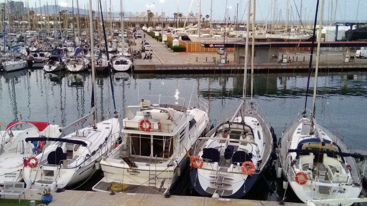 Embarcaciones de recreo en el puerto de Barcelona.
