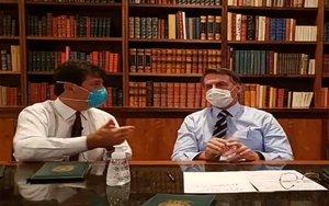 Jair Bolsonaro, presidente de Brasil con mascarilla por el coronavirus.