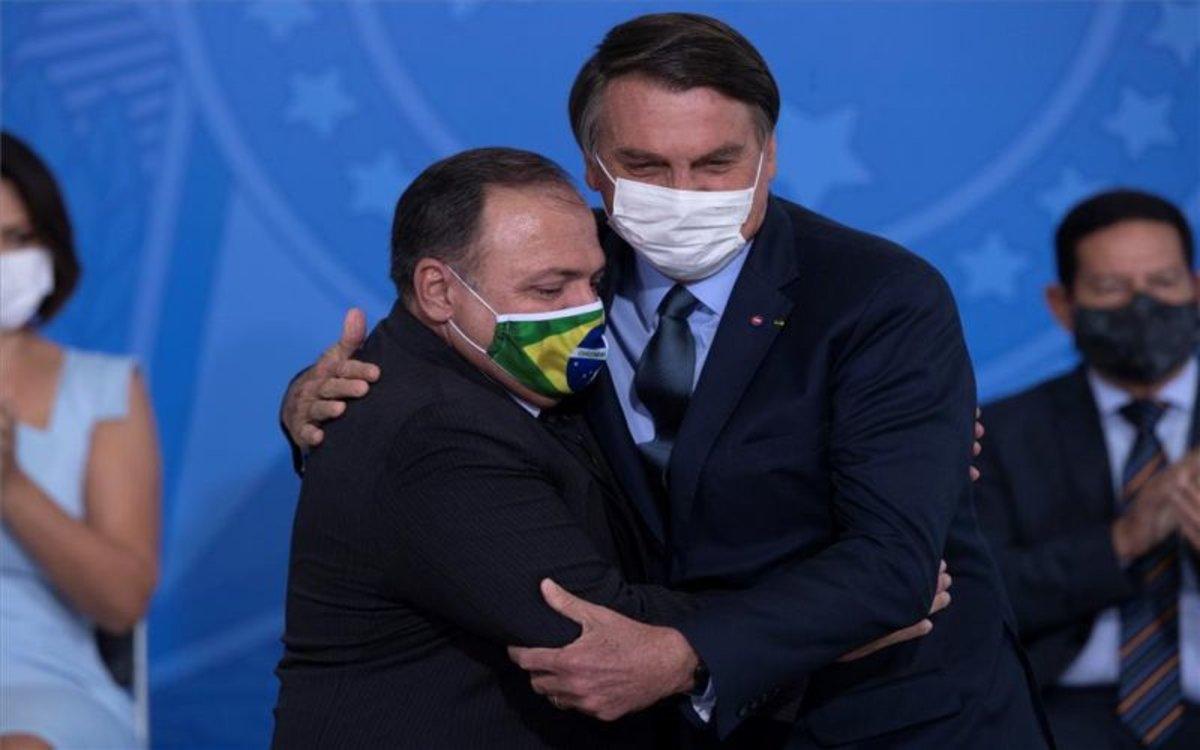 Jair Bolsonaro y el ministro de Salud de Brasil.