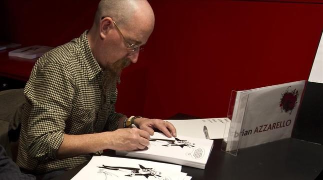 Brian Azzarello, firmant al Saló del Còmic de Barcelona del 2011.