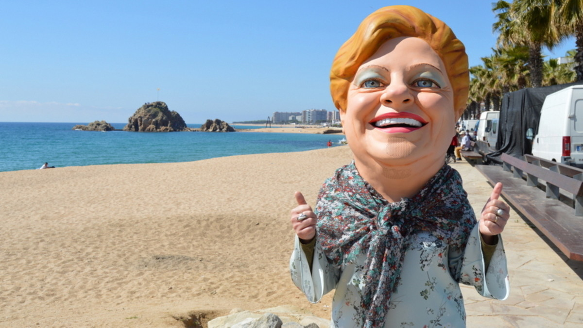 La cabezuda de la Grossa de Sant Jordi, en la playa de Blanes, en el 2017.