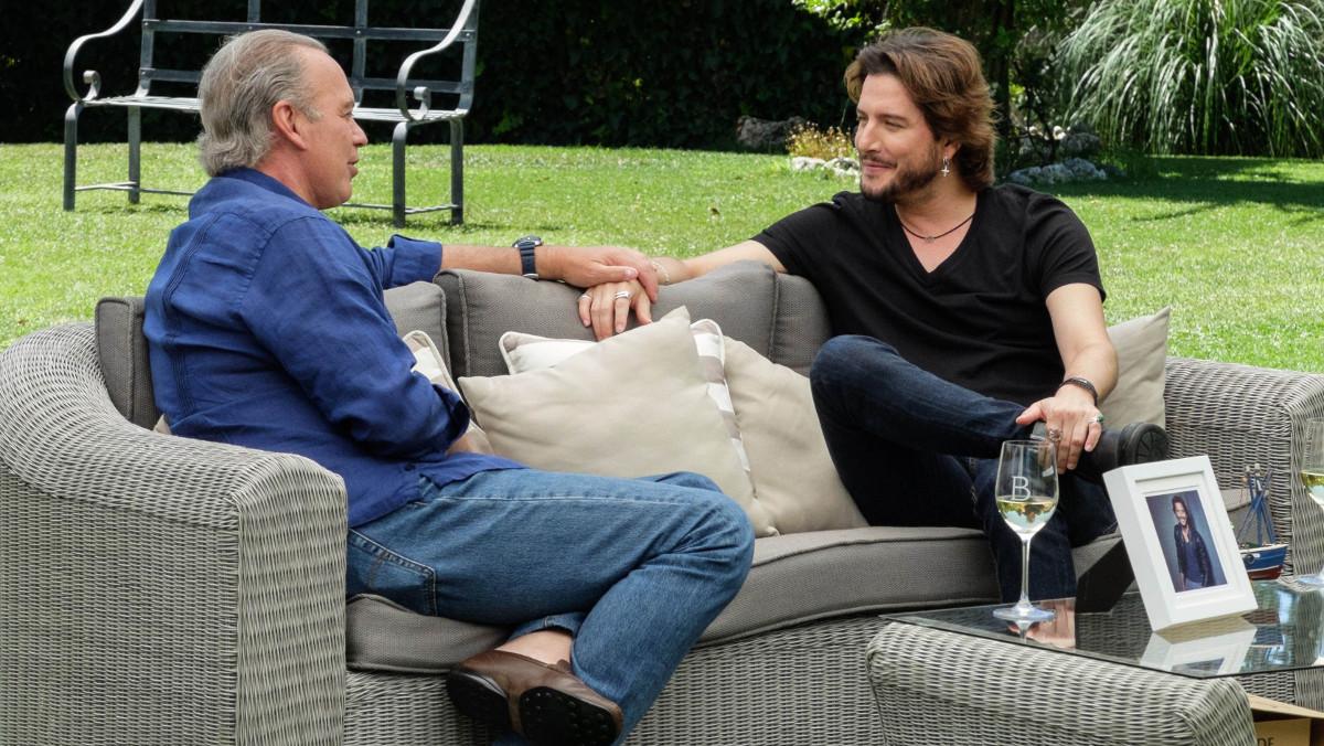 Bertín Osborne y Manuel Carrasco, en una imagen de Mi casa es la tuya.