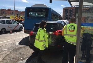 Triple atropello en una parada de autobús en Madrid
