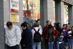 El paro registrado en catalunya baja en personas en for Oficina del paro murcia
