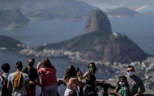 Turistasen el Cristo del Corcovadode Río de Janeiro en plena pandemia del coronavirus.