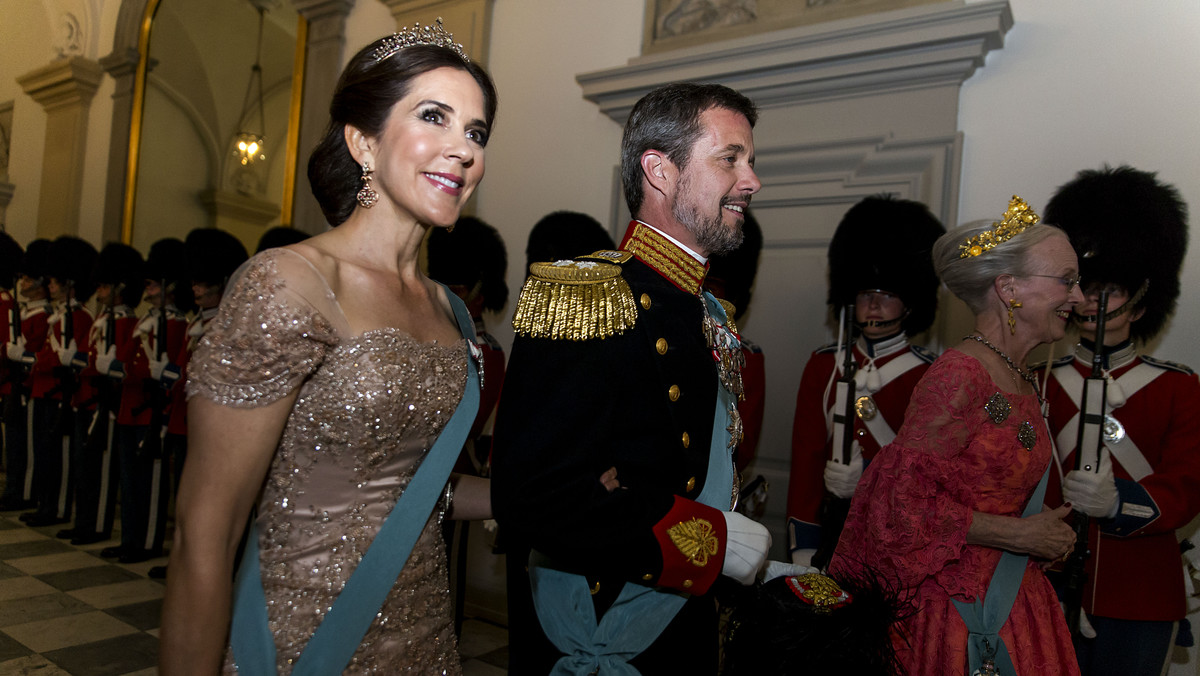 La princesa María de Dinamarca, junto con su esposo Federico y la reina el país, Margarita.