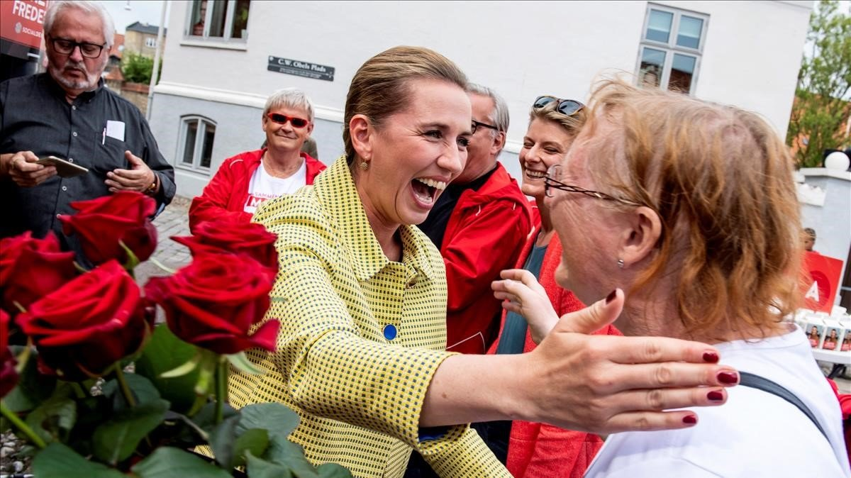 La líder socialdemocrata Mette Frederiksenantes de acudir a votar este miercoles en Alborg.
