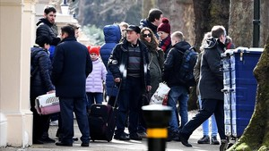 Varios diplomáticos rusos y sus familiares abandonan la embajada en Londres.