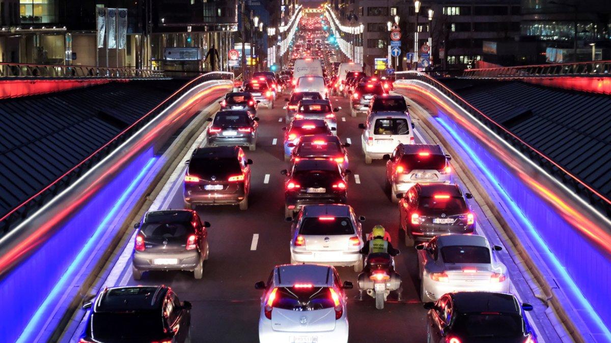 Tráfico en una avenida de Bruselas.