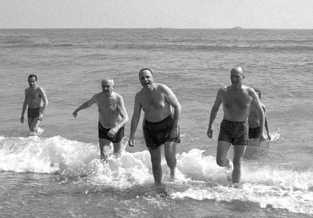 El entonces ministro de Turismo Manuel Fraga, tras su baño en Palomares (Almería), el 8 de marzo de 1966.