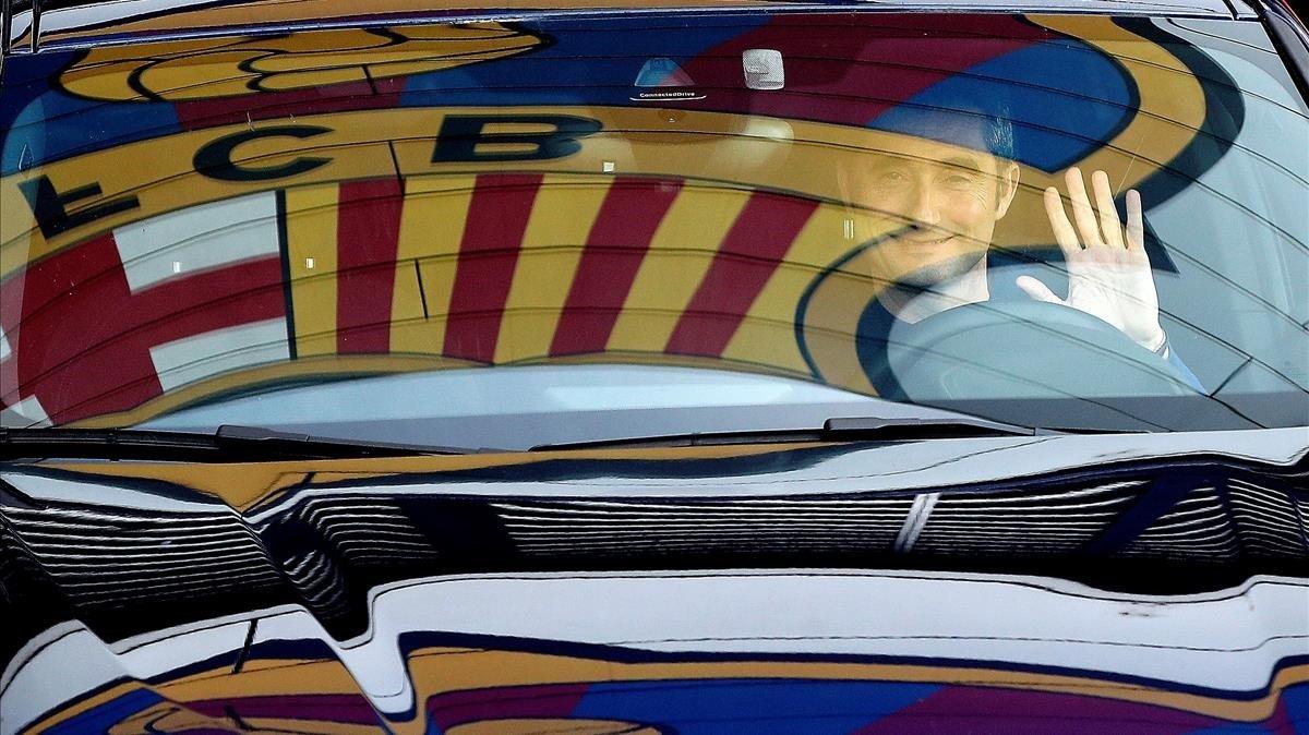 Valverde saliendo de la Ciutat Esportiva Joan Gamper en su último día azulgrana.