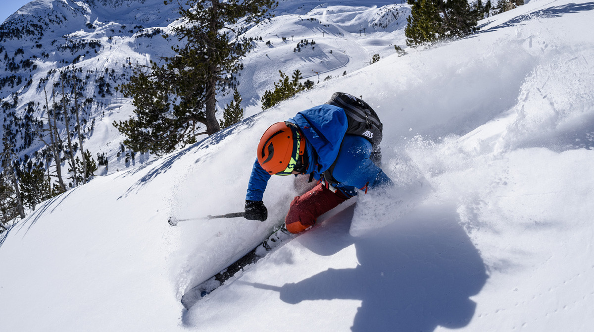 Un esquiador practica el freeride en Ordino Arcalís, en Andorra.