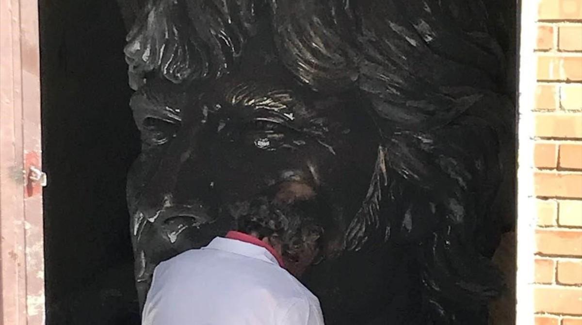 La estatua de Ángel Nieto, en el taller donde se le dan los últimos retoques, en la barriada de El Pelirón, en Jérez.
