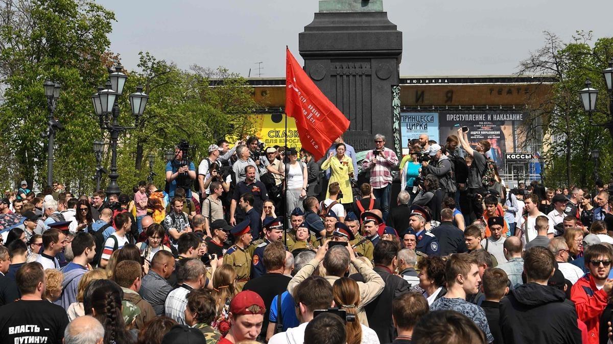 Los manifestantes se concentra en Moscú para iniciar la protesta contra Putin.