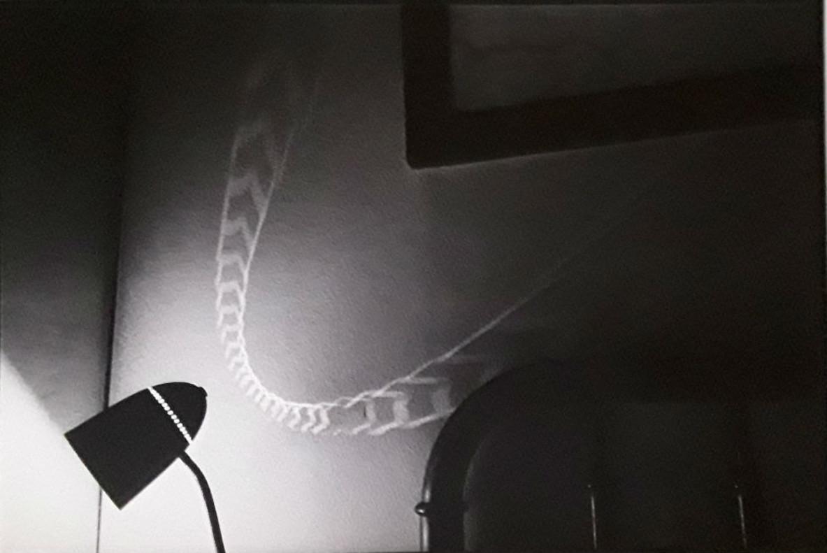 Una fotografía del dossier La meva amiga com un vaixell blanc (1974), de Pere Formiguera.