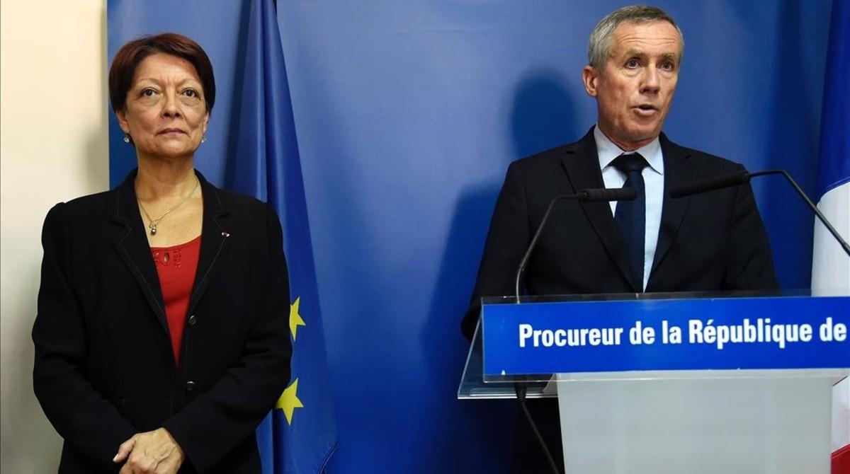 François Molins (derecha) junto a la presidenta de Interpol, Mireille Ballestrazzi, en París, este viernes.