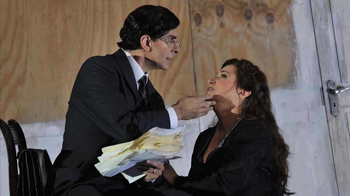 La soprano Patricia Racette, protagonista de 'Katia Kabanova'y Francisco Vas, su esposo en la ópera, durante un ensayo en el Liceu.