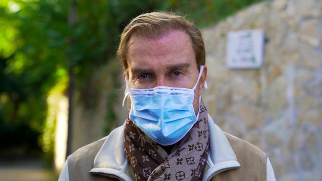 Ignasi S. Lanza, un cirujano de prestigio, no podrá operar más a causa de un accidente.
