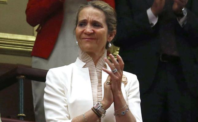La infanta Elena aplaudeix al Congrés la proclamació del seu germà com a Felip VI, aquest dijous.