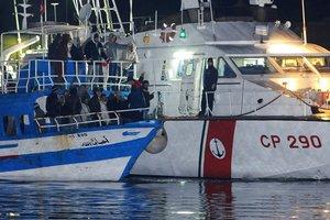 Año tras años, inmigrantes tunecinos desembarcan en las costas italianas.