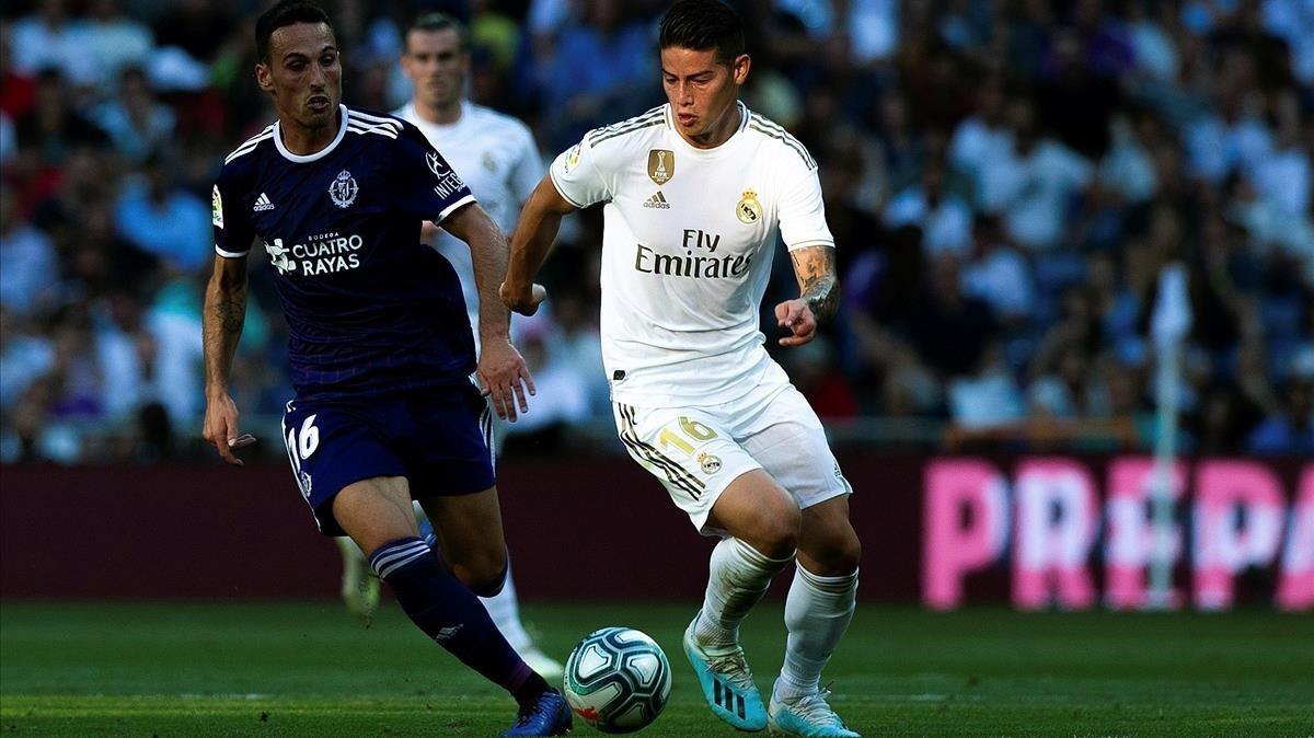James controla el balón ante el Valladolid.