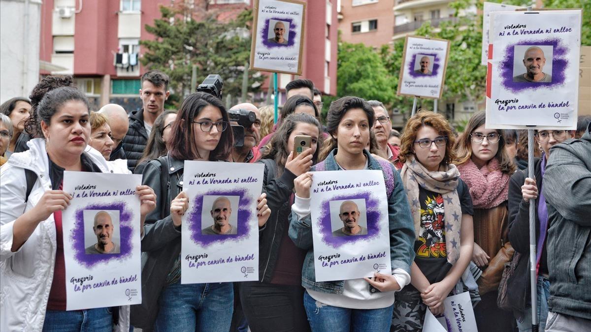 Concentración contra la puesta en libertad de Gregorio Cano Beltri, el violador de la Verneda.