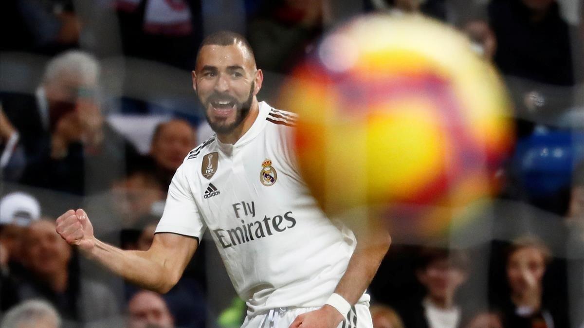 Karim Benzema celebra el 1-0 ante el Rayo.
