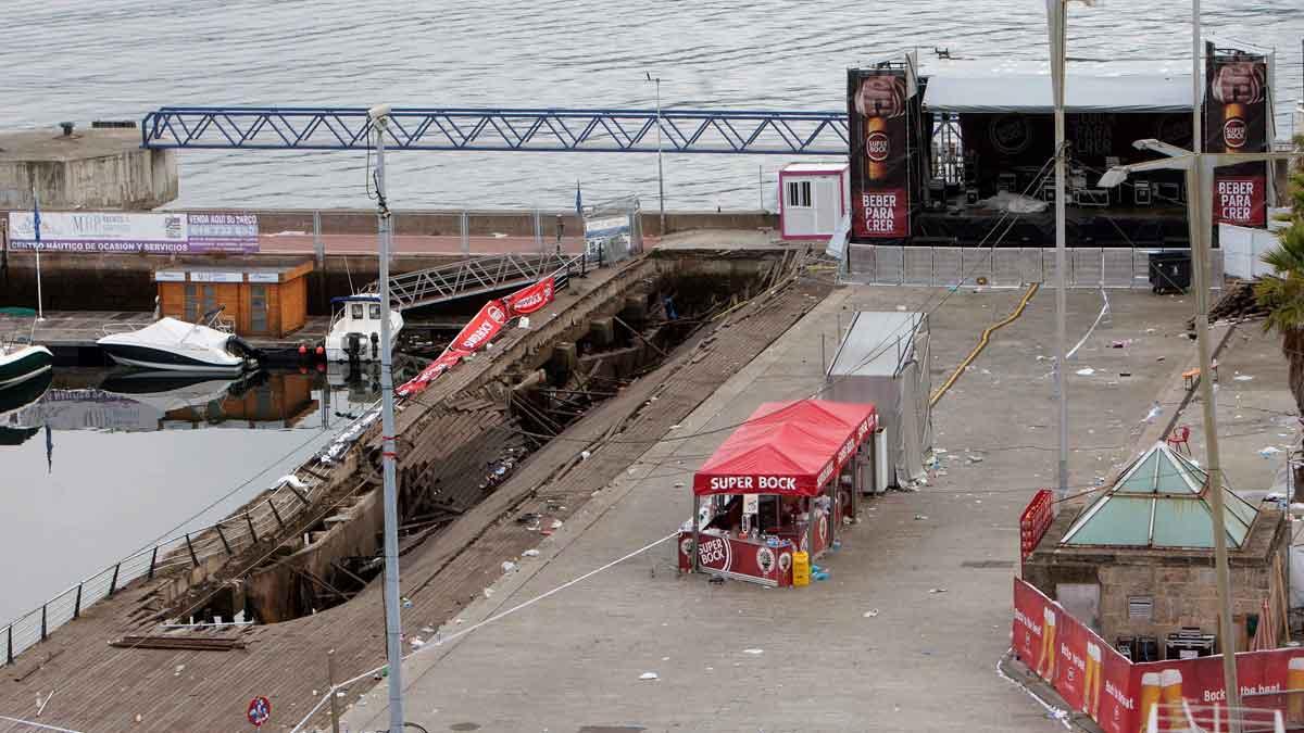 Las autoridades investigan por qué se vino abajo la plataforma de Vigo.