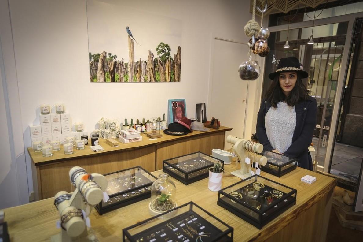 Elsa Gateaux, la propietaria de LErudit Concept Store, en la tienda.