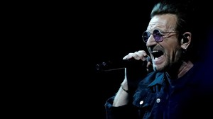 El líder de U2, Bono, durante un concierto de la banda en California, el pasado mes de mayo.