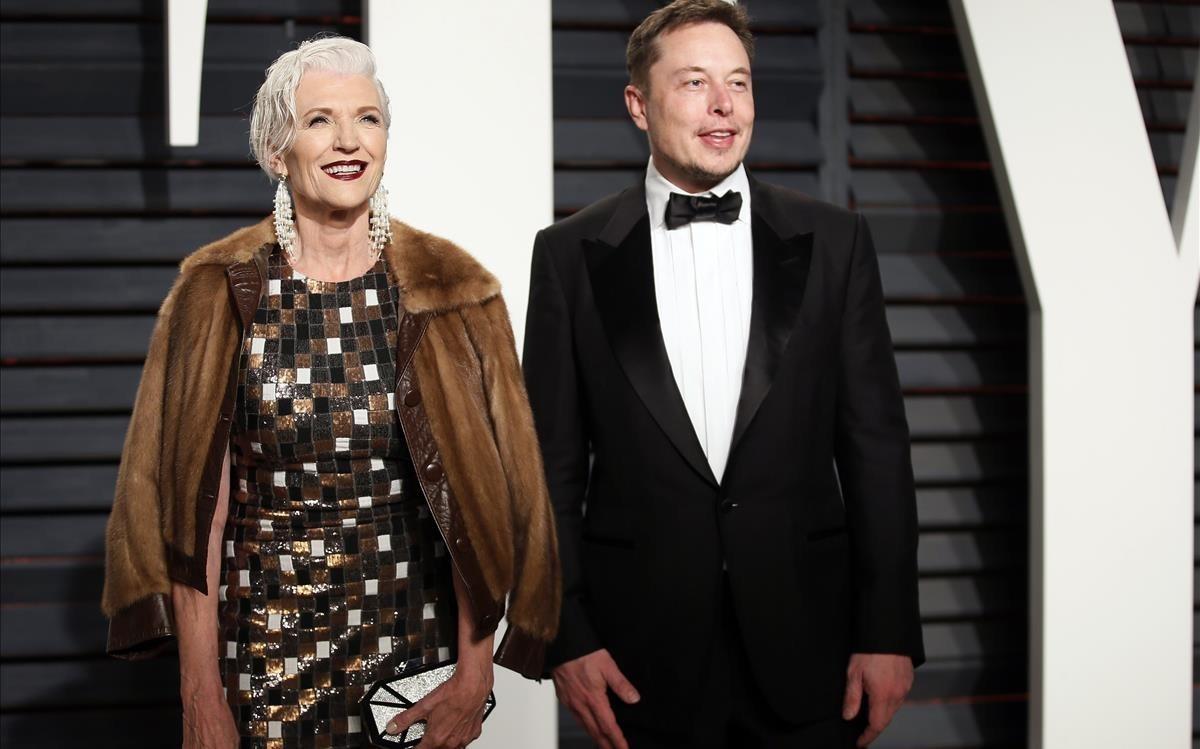 Maye Musk y su hijo Elos Musk, el año pasado.