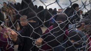 Madres y niños en un campo de prisioneros del Estado Islámico en el norte de Siria.